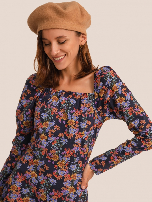 Платье-мини, с рельефами, цветы фиолетовые