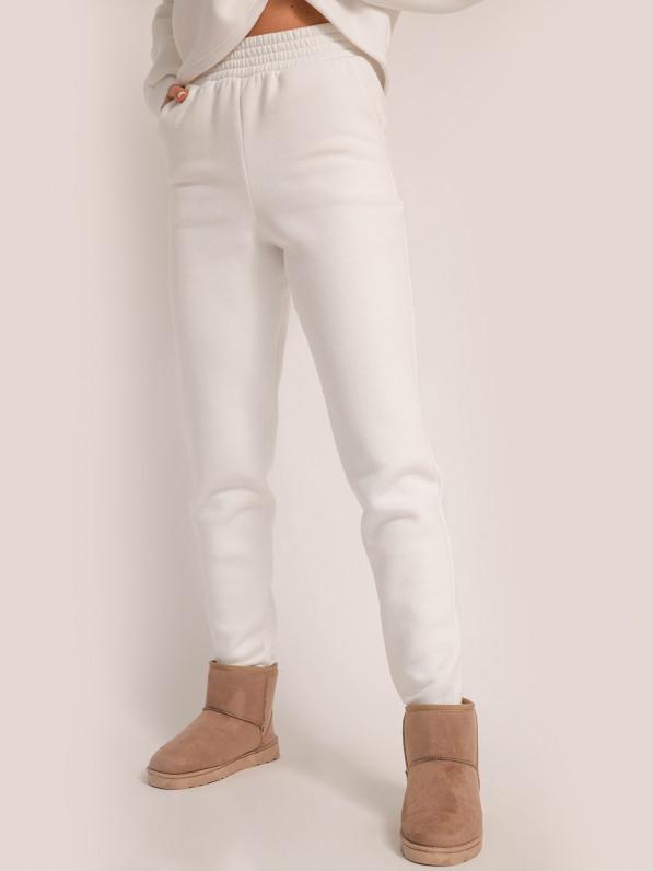 Штаны прямого кроя, с широким поясом, утеплённые, молочные